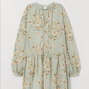 H&M floral dress wide cut. Size 10 new